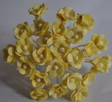 1.3cm CREAM DOUBLE-LAYERED Daisy Mulberry Paper Flowers